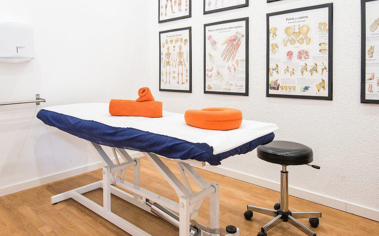 Sala de masajes osteopatía osteópatas Alcobendas
